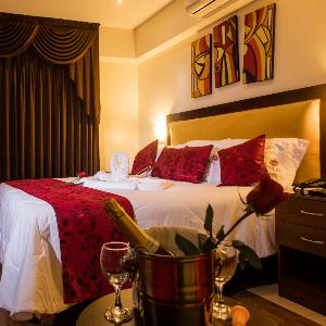 Profesionales-HOTEL Y SAUNA ROYAL INN